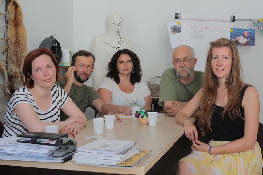 M. Strazds: Ekspedīcijas komanda kopā ar Ukrainas galvenajiem melno stārķu pētniekiem Ļvovas dabas vēstures muzejā. No kreisās Indra, Andrijs, Natālija, Māris un Maija